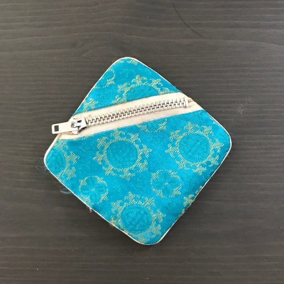 Vintage Handbags - Vintage jewelry zippered pouch